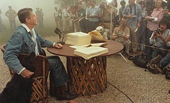 Ronald Reagan with the media
