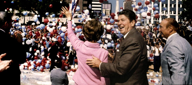 Ronald Reagan and Nancy Reagan waving