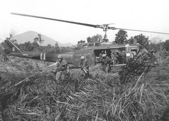 US infantry leaving helicopter in Vietnam jungle