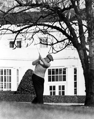 Ike plays golf at White House