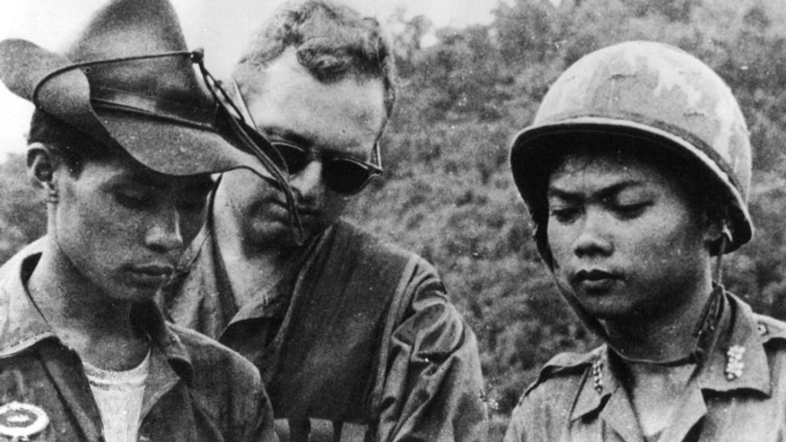 Advisor and ARVN soldiers in Vietnam