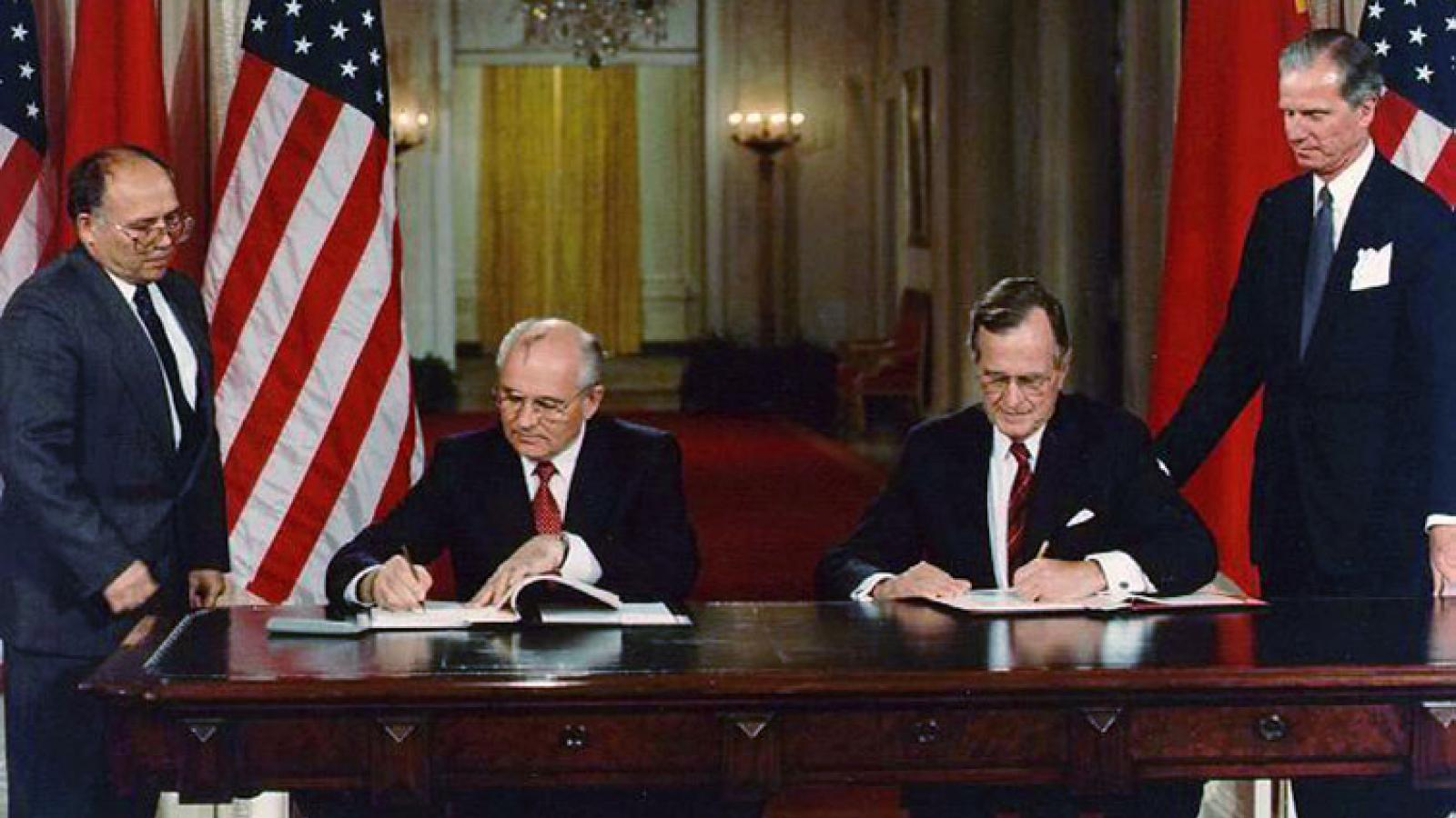 Mikhail Gorbachev and George H.W. Bush